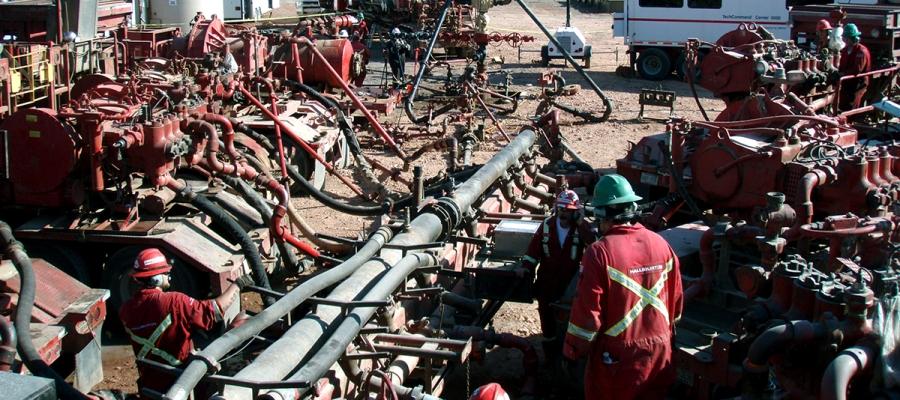 Fracking the Bakken Formation in North Dakota (Photo by Joshua Doubek used under Creative Commons)
